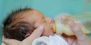 Frühgeborene die nicht gestillt werden können, brauchen spezielles Milchpulver © Thinkstock