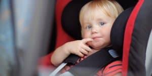 Zigarettenrauch gefährdet im Auto die Gesundheit massiv © Thinkstock