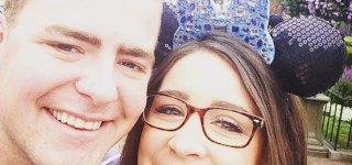 Mag Überraschungen: Minnie-Maus Fan Alexa mit ihrem Mann Drew (c) Alexa Goolsby/Facebook