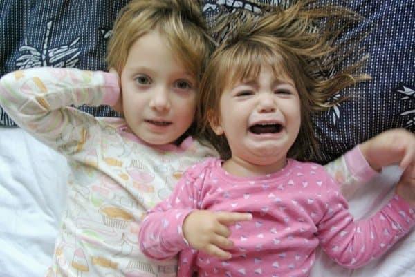 Kleine Kinder  finden den Lärm oft schlimm (c) Thinkstock