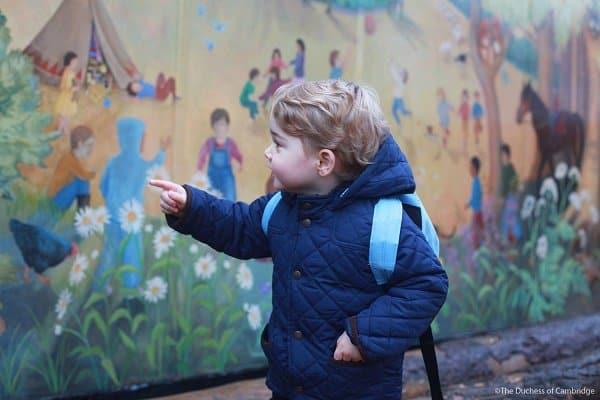 Mama, guck mal ... sichtlich aufgeregter kleiner Prinz © The Duchess of Cambridge