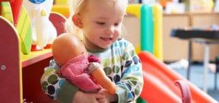 Auch wenn sich ein Kind nicht wohl fühlt, dürfen Eltern der Kita nicht fristlos kündigen (c) Thinkstock