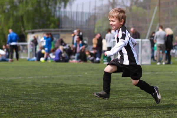 Immer dabei: eifrige Fußball-Eltern (c) Thinkstock