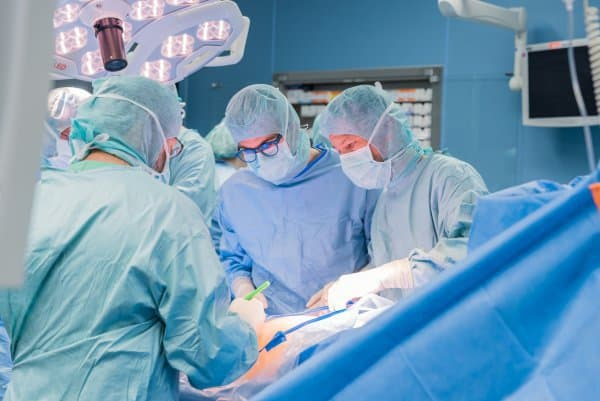 Operation am offenen Rücken