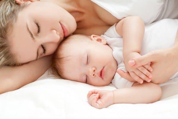 Nähe zu Eltern senkt das Risiko des SIDS  © Thinkstock