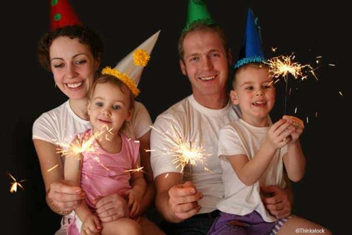 Silvester mit Babys und Kleinkindern - 9 Ideen für einen tollen Familienabend (© Thinkstock)