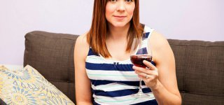 Mehr als jede vierte Schwangere trinkt Alkohol   © Thinkstock