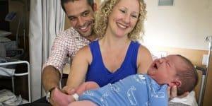 Besonders großes und schweres Baby in Australien geboren © Screenshot Perthnow/Twitter