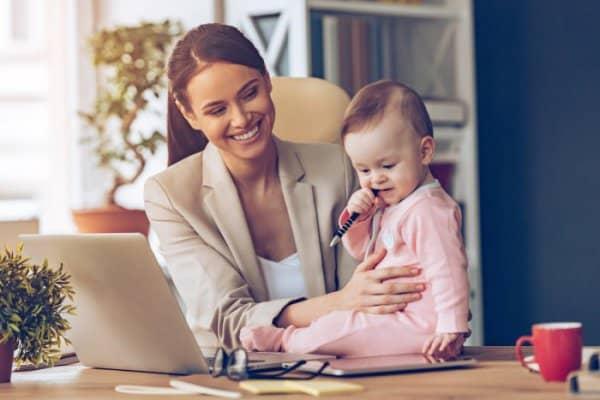 Neue Statistik: Nur 10% aller Mütter arbeiten wieder voll (Bild: © Thinkstock)
