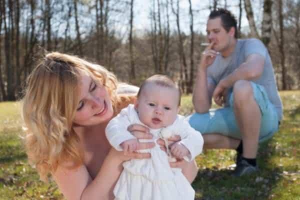 Rauchende Mütter, rauchende Väter (© Thinkstock)