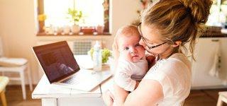 98 Stunden pro Woche mit Kind und Kegel beschäftigt: Mütter (© Halfpoint / Getty Images)