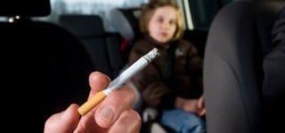 Österreich: 1000 Euro Strafe für Zigarette am Steuer – wenn Kinder dabei sind (Getty Images)