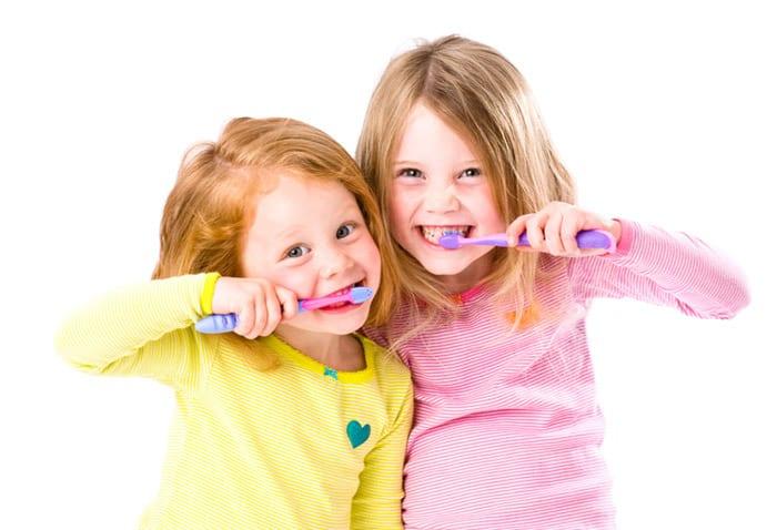 7 Tipps, die dein Kind zum Zähneputzen motivieren (© Getty Images)