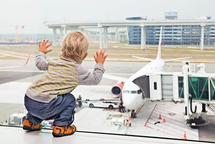 Beim Zugucken auf dem Flughafen vergeht die Zeit wie im Fluge (© Getty Images)