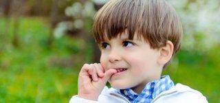 Fingernägel kauen: So gewöhnst du es deinem Kind ab (© Getty Images)