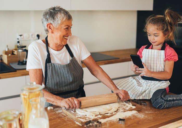 Oma und Opa haben die tollsten Familienrezepte (© Getty Images)