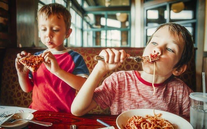 So ungesund ist das Schulessen in Deutschland (© EvgeniiAnd / stock.adobe.com)