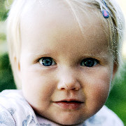 Kleinkind im Alter von 20 Monaten